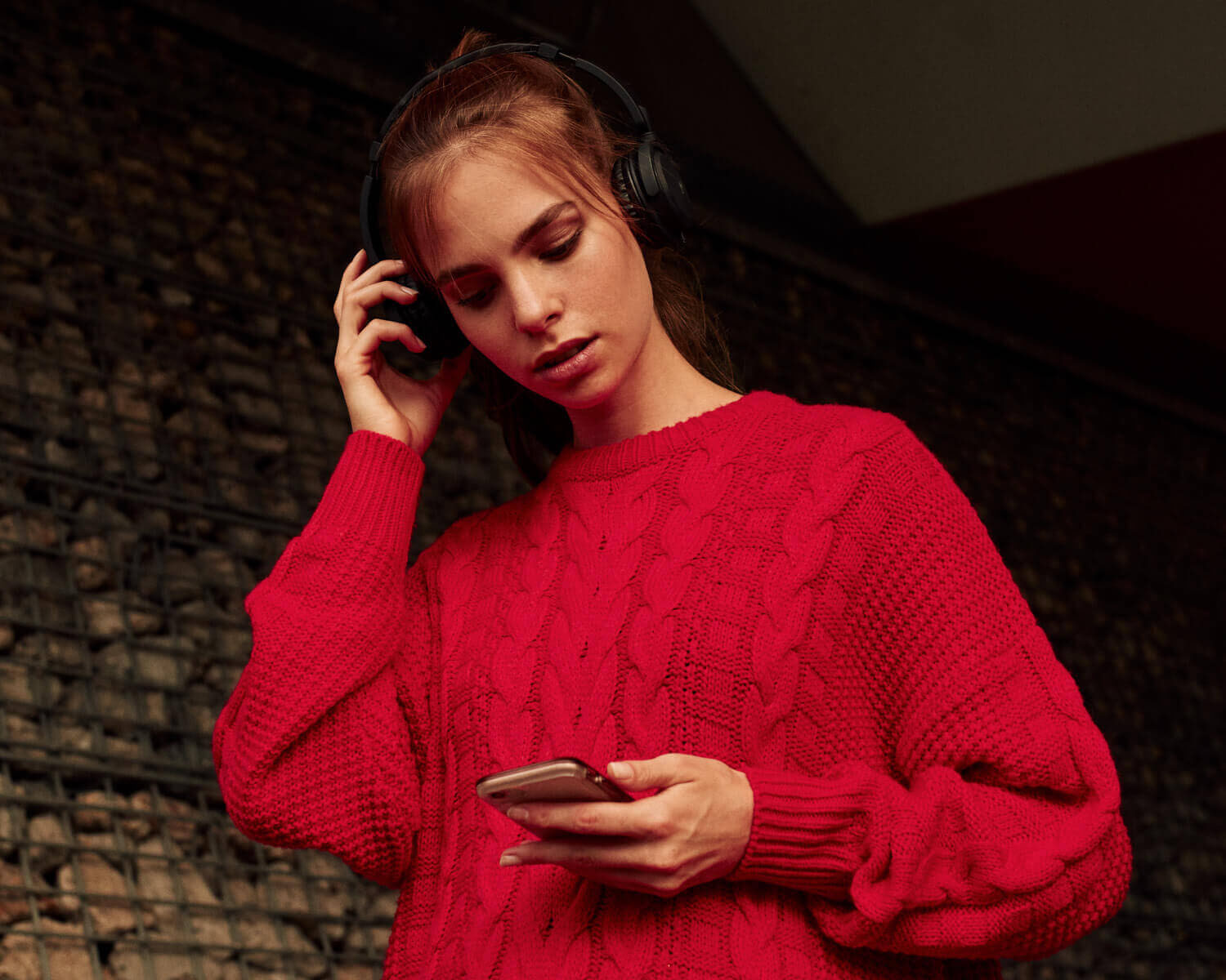 Lifestyle photographer Tim Cole shoots girl in red jumper